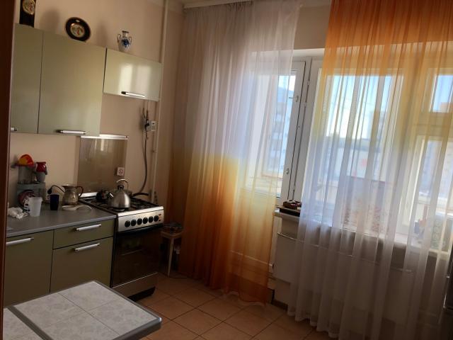 Продаю 1 комнатную квартиру на Автодорожной д. 40 корп. 11, 6 этаж, 38,5 кв.м., окна с/п, ремонт косметический, квартира ухоженная, вся мебель остается, на этаже кладовка, документы готовы