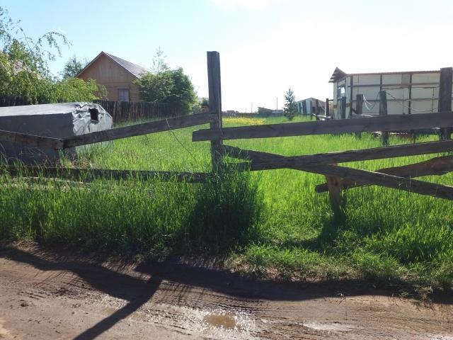 Земельный участок 8 сот по Покровскому тр 8 км за д/л Лесочок, земля в собственности, участок сухой, можно под ИЖС, газ и электричество рядом.