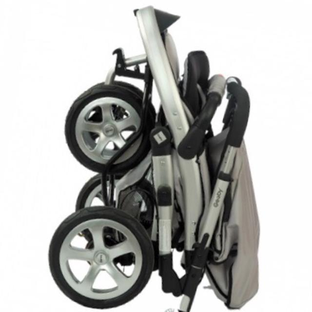 Продаю б/у детскую коляску Geoby. Очень удобная и маневренная.Теплую накидку можно снять.в хорошем состоянии.
