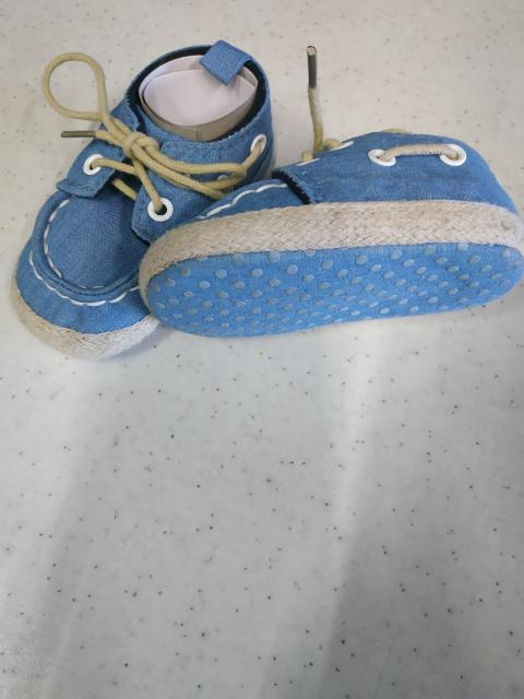 Продаю ботиночки для малышей до года, на мягкой подошве, в отличном состоянии, по длине 12 см. Цена указана за одну пару.