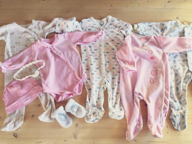 Одежда для девочки 3-6 месяцев,в идеальном состоянии!Очень быстро выросли,поэтому поносили совсем чуть-чуть.Забрать можно в тц Юность у мужа на работе или подъехать домой на ул.Песчаная.Звоните в любое время или пишите на WhatsApp с белорусским номером +375291330788
