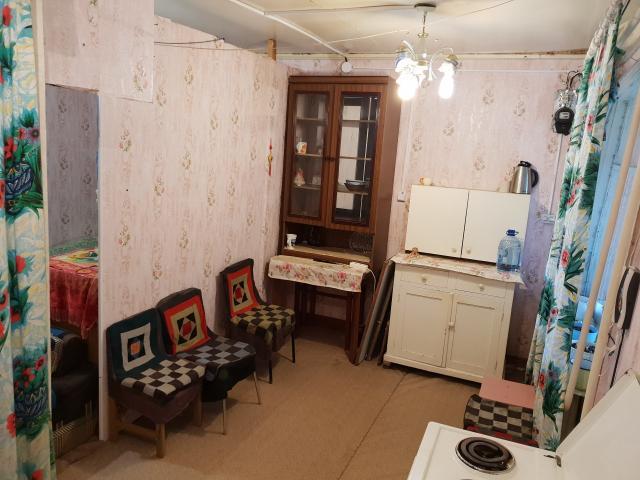 Имеется кладовая 12 м2, мебель, продает собственник, без агентов (агенты +100 тысяч берут)