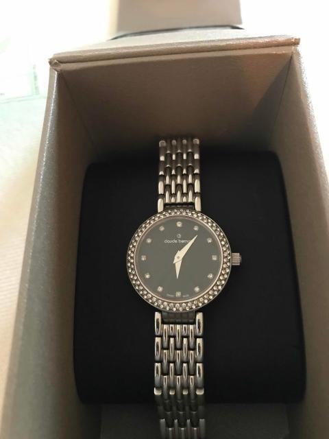 Продаю швейцарские часы Claude Bernard куплен из ОАЭ состояние идеал ! Причина продажи срочно нужны деньги.