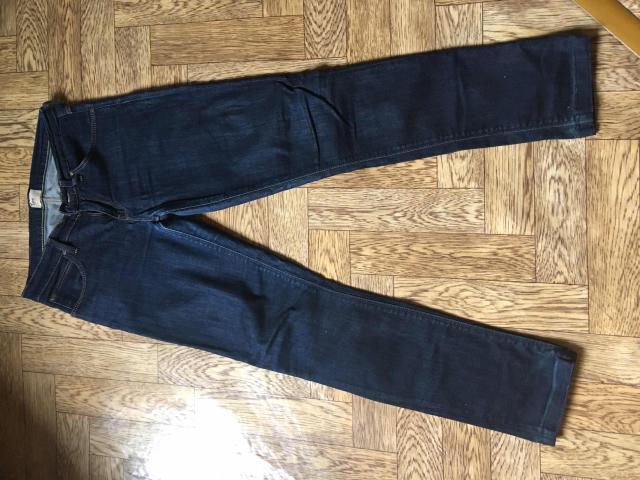 Продам джинсы Lee оригинал, размер 27 (44). Цвет темно синий, прямые, средняя посадка классика. Причина продажи: стали малы. Состояние 9/10
