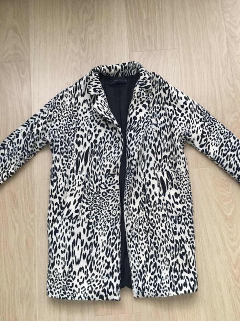 Пальто Zara, размер S, в хорошем состоянии