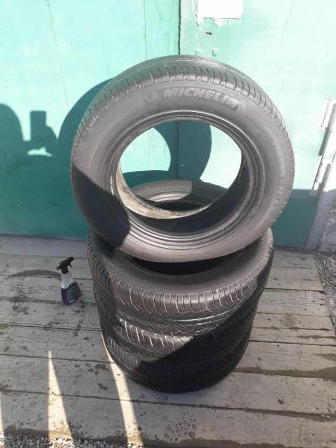 Продаю комплект летней резины MICHELIN 215/65 R15, б/у, на одной шине грыжа, остальные в порядке  Телефон: 8924-171-99-97