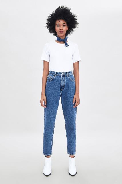 Продаю женские классические  джинсы Zara,42 размер ( 48 размер российский.)  Высокая посадка, свободный крой, без стрейча, классическая джинса синего цвета с потертостями. Очень классные, заказывали по интернету, просто не подошел размер. Цена  на сайте 2599 плюс авиа доставка =3 тыс