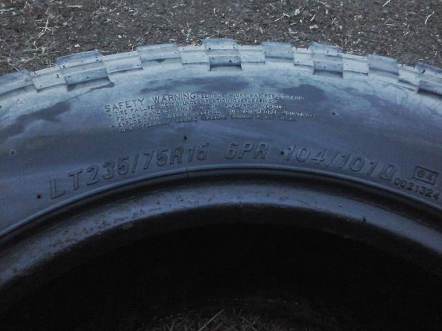 Грязевые шины комплект без порезов , и грыж 235×75×15
