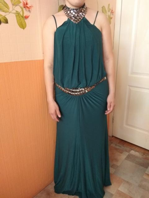 Продаю платье изумрудного цвета, размер L фирмы Corleone exclusive. Очень хорошо скрывает недостатки фигуры, небольшой животик. Подойдет на средний рост. Покупала за 8тысяч. Продаю всего за 2500. Цена подарок!
