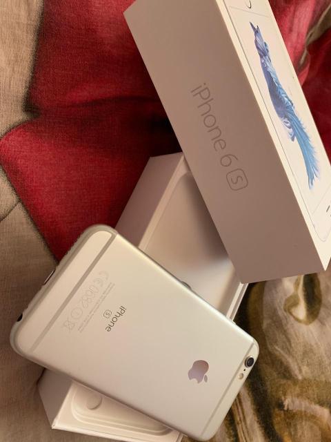 Продам iPhone 6s на 16 гб в отличном состоянии. Коробка, все документы есть. Наушники и зарядку собака сгрызла, при желании могу отдать)
