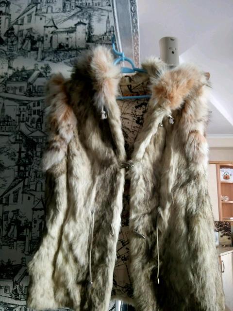 Продаю жилетку натуральный кролик 42-46р в отличном состоянии.