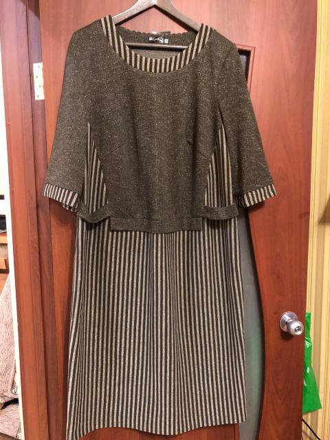 Новое платье темно-зеленого цвета с золотым переливом. Подойдёт на рост от 165 см