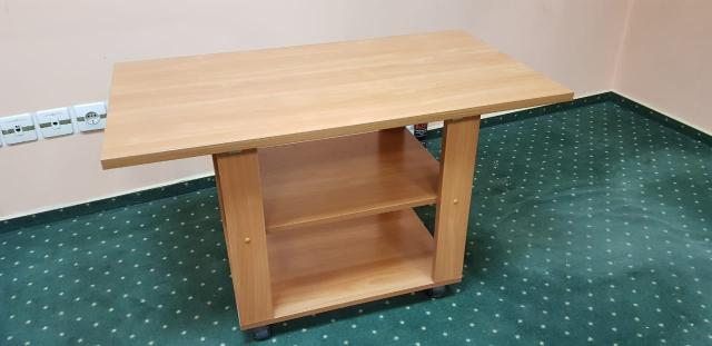 Продаю стол офисный в хорошем состоянии, журнальный столик на колесиках 1500 руб