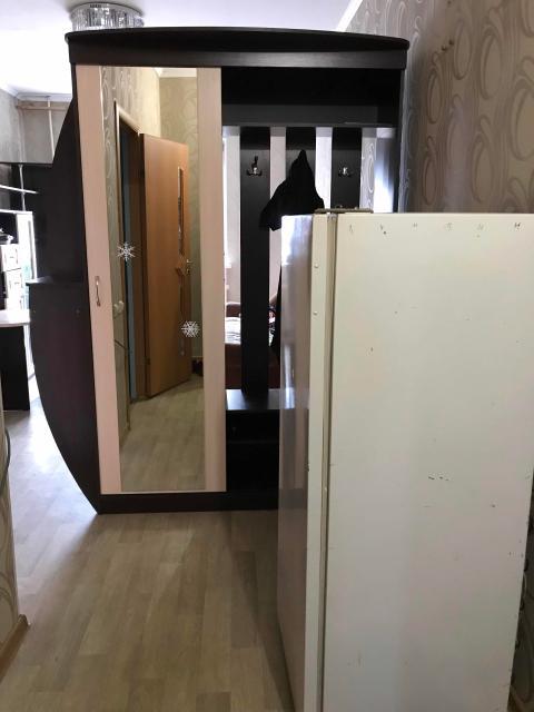 Хос (студия) аренда5а биэрэбин 24 кв.м, дьиэ5э куханнай ыскаап, диван, остуол, олоппос, прихожай, стенка, санузел, стиральнай машина, холодильник, плита баар. Ыйдаа5ы толобурэ 18 тыс. руб + свет, вода. +79241714867 звонить по этому номеру