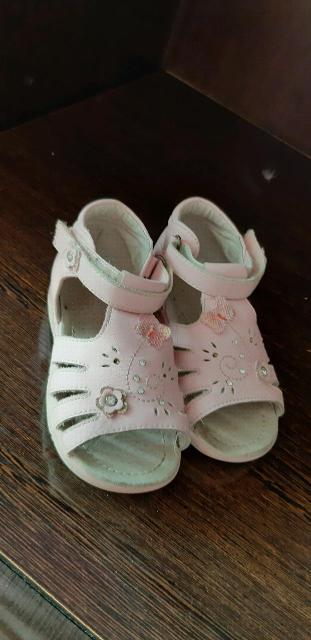 Продаю детские сандали