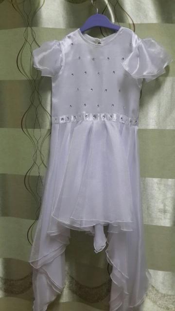 Продается нарядное платье для девочки 7 -9 лет