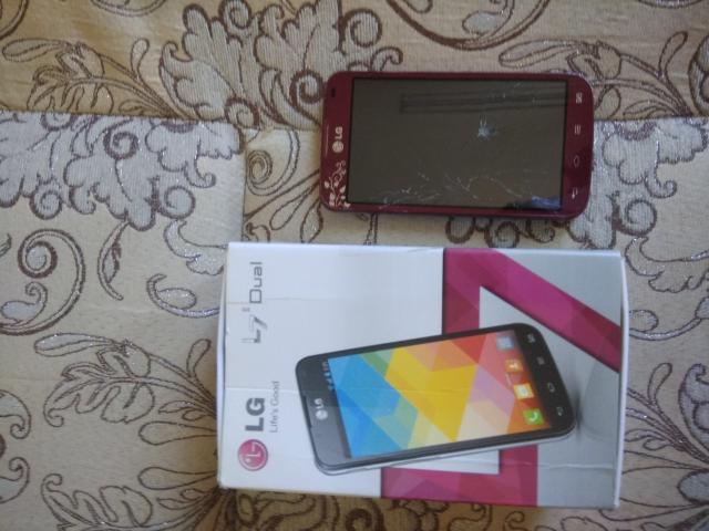 Продаю телефонLg-p715  на экране трещина.