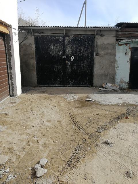 Теплый каменный гараж, площадь -24,0м2; земля под строением,  и строение в собственности.