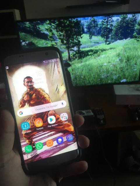 Продаю или Обменя с вашей доплатой на iPhone 6/6s  SAMSUNG GALAXY S7 Edge 32gb , в хорошем состоянии , все работает , на экране есть маленькая пятно (почти не видно) , В комплекте все есть + чехол в подарок , варианты в а т с а п