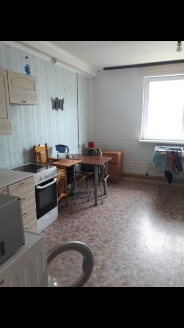 Сдаю квартиру студию по ул.Можайского 13/3 Г 27кв м. 2 этаж.Холодильник, стиралка, микроволновка,тв,диван, шкаф, стол, стулья, духовка-все есть.только ватсап