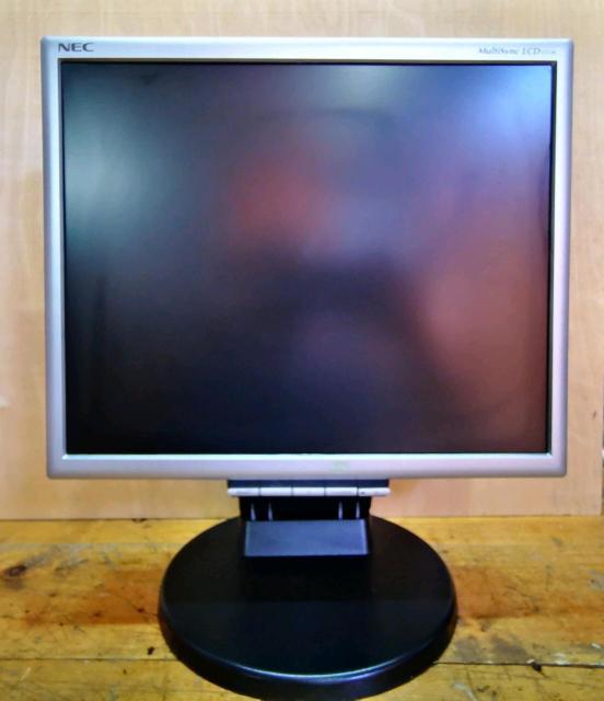NEC LCD 175M Входы: D-SUB, DVI-D.  Встроенные колонки.