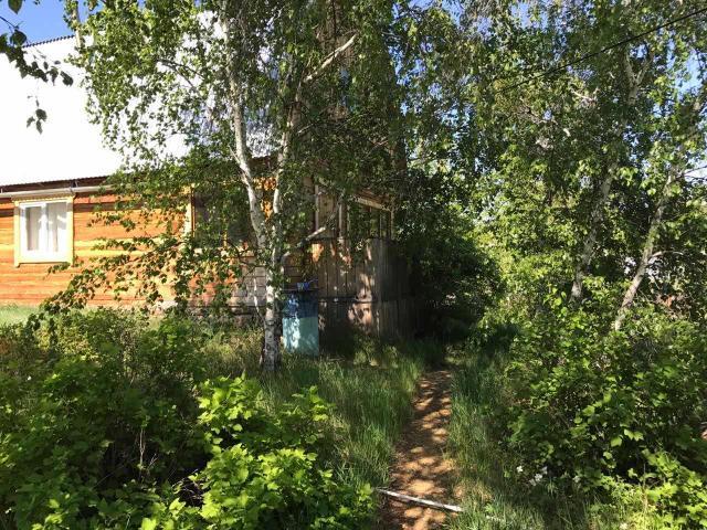 Продается дача в черте города, в районе Хатынг-Юряха 1 дамба, с просторным земельным участком 20 соток, с собственным выходом на озеро по ул. Тобурокова, конечная автобуса №18. Участок под ИЖС, есть возможность прописки. Забор из профлиста, хорошие подъездные пути, имеется дом 2016 г. постройки, 1 этаж брус - 6x6 м., 2 этаж под мансарду 4x6 м., установлены пластиковые окна. Также имеется уютная летняя кухня с кирпичной печкой, баня, теплица, грядки, разработанное картофельное поле, ягодные кустарники (красная и черная смородина, малина). Электричество круглый год (Якутскэнерго), газ подведен. Земля и строение в собственности. Рассмотрим варианты обмена на квартиру в 203 мкр. Продажа от собственника, риэлторов прошу не беспокоить.