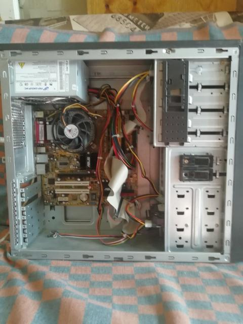 Системный блок 775 сокет. Процессор Dual Core E2180. Хард 80 гб. Видеокарта встроенная. ДВД привод есть. Блок питания 300 Вт. ОС Windows 7 Mac. ОЗУ DDR2.