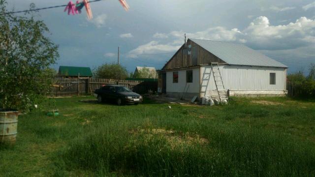Дача (не дом, ДАЧА, смотрите на цену) 8 соток, в черте города,  участок под ИЖС, есть гараж и времянка с печкой. Можно зимовать. Продам или меняю на равноценную недвижимость в центральном черноземье  России. Вопросы по ВотсАпп.