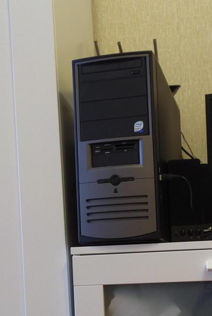 Процессор Core2 Quad Q6600 (4 ядра, 4 потока) Матплата G31  Оперативная память 2GB DDR2 Видеокарта 1GB GeForce 9800GT Жесткий диск 320GB