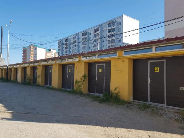 Продаю тёплый гараж по адресу Петровского 29/4 г, газовое отопление , видеонаблюдение, электро ворота. Все в собственности .Размер 5.5на4.2метров, высота ворот 2.35(джип,уаз вмещается)