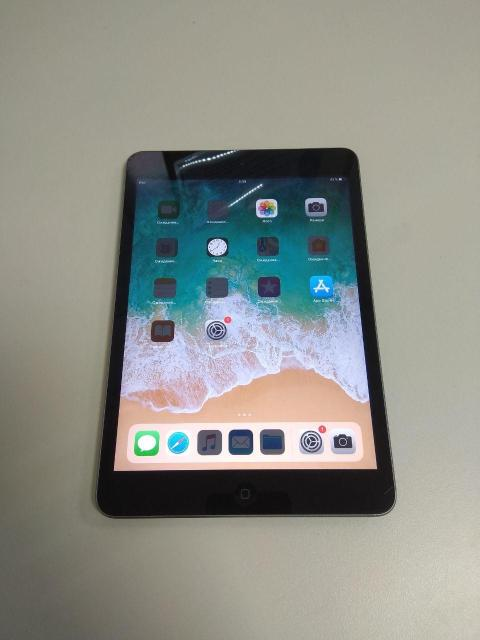 "Apple iPad mini 2 32Gb Wi-Fi Space Gray (ME277) Без комплектации, состояние 9/10. планшет 7.9"", 2048x1536, TFT IPS встроенная память 32 ГБ, без слота для карт памяти iOS, процессор Apple A7 Wi-Fi, Bluetooth размеры 135x200x7 мм, вес 331 г тыловая камера 5 Мпикс фронтальная камера 1.2 Мпикс время работы 10 ч Цена: 8000р"