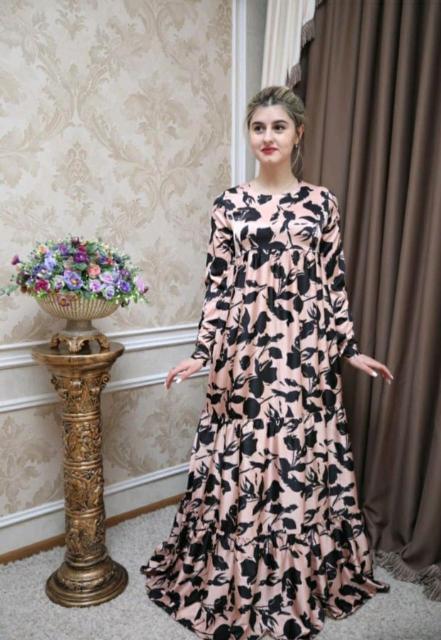 Продам НОВОЕ платье С ЭТИКЕТКОЙ☝️Платье очень шикарное с 3D рисунком😍🤪🌺🌺 Ткань дубайский шёлк модель ярус❤💞 Турецкое рост от 170, размер 44-46M очень лёгкое.   Подходит беременным 🤰 Не большой торг.