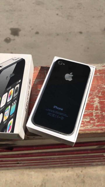 Продам последний-легендарный айфон Стива Джобса в хорошем состоянии. Коробка, зарядник, чистый айклауд