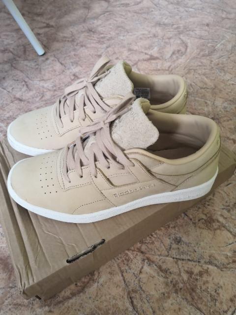 Продаю новые кроссовки Reebok, оригинал, 39 размер, причина продажи не подошёл размер