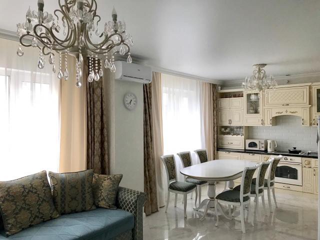 ЭКСКЛЮЗИВ!!! 3 комнатная квартира в 203 мкр. Общая площадь 95,2+балкон, В квартире сделан качественный, дорогой ремонт, 2 санузла (отдельная душевая комната и большая ванная комната), вся дорогая мебель и техника остается, вариант заезжай и живи, реальному покупателю торг