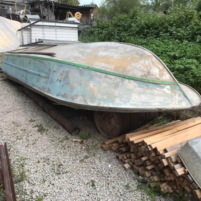 Лодка Крым с документами, без мотора, находится в п. Мохсоголлох ( Хангаласский улус)