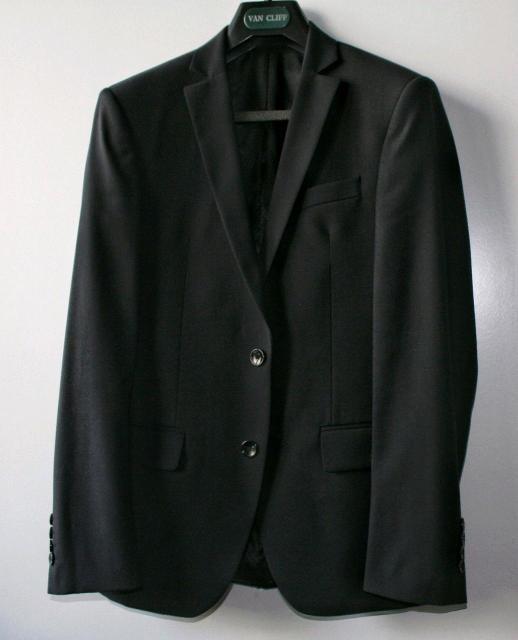 Продам мужской чёрный костюм, размер 46/164 модель Аккорд Нью. Состояние нового. Писать на whatsapp 89241735664