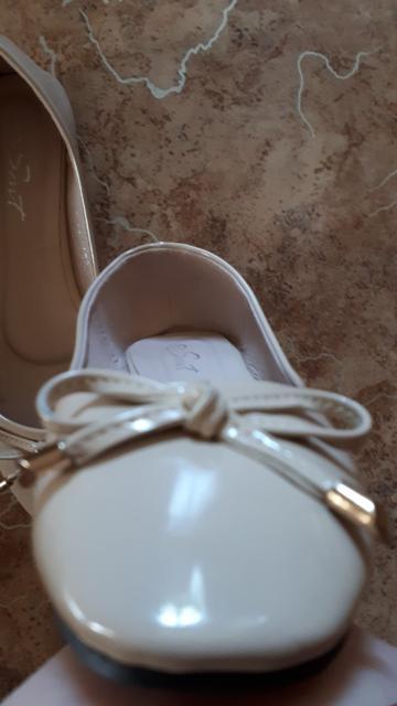 Продаю новые женские кожаные балетки (маломерки) Указан разм. 39, на самом деле , налезут на 37ой Здесь не сижу, пишите на этот номер Ватсап,СМС
