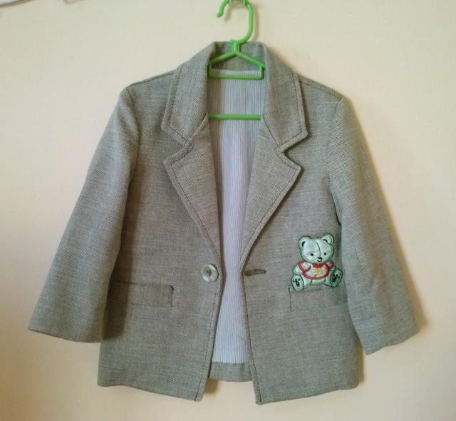 Блейзер на подкладке, цвет серо зеленый, на возраст 2-3 годика(рост 92-98 см) ,за 500р.