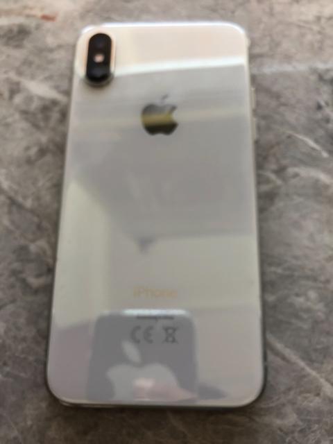 срочно продаю Iphone XS 64gb в идеальном состоянии, в комплекте все имеется коробка документы зарядник наушник 57000 тыс без торга