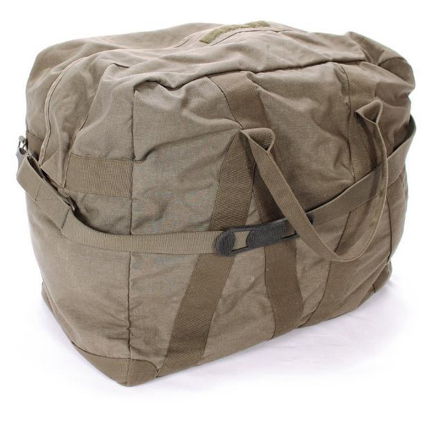 """Транспортная сумка. Бундесвер. Оригинал. Олива. Производитель: Армейские склады (Германия) Состояние: Немного Б/У Состав: Cordura (100% полиамид) Большая оригинальная армейская транспортная сумка - Bundeswehr. Выполнена из очень плотного материала - Cordura. Вместимость около 100 литров. Размер 60*50*34 см. •Очень плотный материал - Cordura (100% полиамид) •Полностью непромокаемая за счет прорезиненной внутренней поверхности. •Двойная молния, защищенная клапаном на липучках. •Лямка для ношения через плечо с металлическими карабинами, окрашенными в защитный цвет олива. •Укреплена перекрещенными лентами уходящими в ручки. •Дно сумки укреплено внутри толстой пластиковой жесткой площадкой. Площадка имеет металлические """"ножки"""" (6 штук) выходящие наружу днища сумки, привинченные болтами к этой площадке. Они не позволят днищу сумки протереться. А площадка образует жесткий каркас по дну сумки. •Внутри по широкой стороне сумки располагается большой карман на молнии, прорезиненный изнутри. В общем и целом: это классная огромная сумка для транспортировки вещей, ей сносу не будет, очень крепкая и надежная. обзор по ссылке https://www.youtube.com/watch?v=QdB9iftJ9RE"""