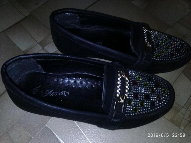 Продаю школьные туфли б/у для девочки, носили почти месяц ребенок вырос. Размер 31.
