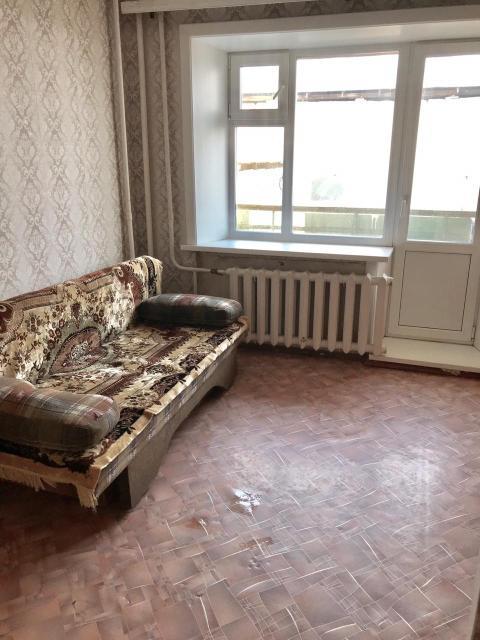 Продаётся. 1 комн.кв (меблированная) по адресу ул. Лермонтова, 138/3 (малосемейка) 22,5 квм. жилых + закрытый тамбур + балкон, 2 этаж. Остановка у дома, в шаговой доступности школа и гос. садики.  ВСЕ ВОПРОСЫ ПО ТЕЛ. 89142237453 Цена 2000.