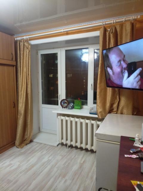 В продаже ухоженная, теплая 1 комнатная квартира с косметическим ремонтом, частично остается мебель, оперативный показ, подробности по телефону: 89142979882.