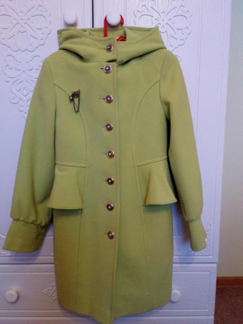 Продаю пальто (демисезоннее) на девочку, натуральная шерсть, рост 135-140  (10 лет). В идеальном состоянии