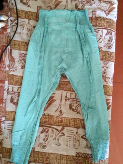 продаю на девочку летние брюки размер 44 за 1000 рублей в отличном состоянии