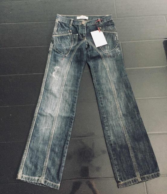 Новые джинсы для девочек  Страна: Турция  В наличии размер: 9/10 лет 140 рост Торг уместен