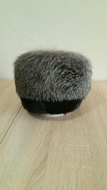 Продаю  две  шапки  по  1500р,  одна  из  норки,  вторая  норка  с  чернобуркой,  в  очень  хорошем  состоянии.