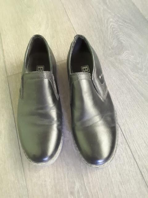 Продам туфли на мальчика в отличном состоянии