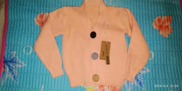 Пуловер доя девочки. Цвет персиковый. Для девочки на 3 до 5 лет